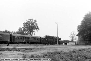 Ty2-934 na stacji Grabów nad Prosną podczas manewrów w dniu 28.05.1988. Był to ostatni planowy pociąg pasażerski.