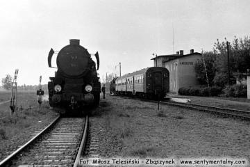 Krzeszyce w maju 1987. Po lewej Ty2-324 do Gorzowa.