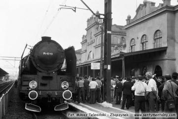 Pt47-13 Stalowa Wola - Rozwadów - Lublin, na stacji docelowej 30.06.1988. Z okazji zakończenia pracy parowozów w Lubelskiej D.O.K.P., do pociągu planowego podczepiono parowóz. Otwarto również nową halę przy lokomotywowni.