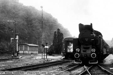Tkt48-141 rusza ze stacji Międzychód w dniu 21.09.1986.