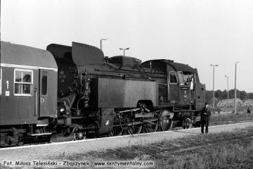 Pociąg specjalny z Tkt48-28 na stacji Skwierzyna obrócony w stronę Wierzbna (Międzyrzecza - Zbąszynka). Skwierzyna 03.10.1987