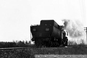TY 2- 933 zbliża się do Zbąszynka od strony Dąbrówki Wlkp. w dniu 19.04.1987.