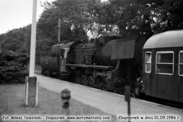 Zbąszynek w dniu 01.09.1986. Ty2-262 z pociągiem do Międzychodu.