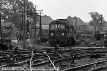 Międzyrzecz, wjazd pociągu od strony Wierzbna w dniu 02.06.1987. ST44-1069.