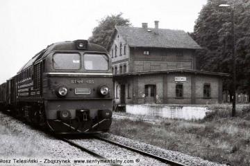 Przewóz 22.08.1986. ST44-485 z pociągiem Zbiorowym Sanice - Żagań.