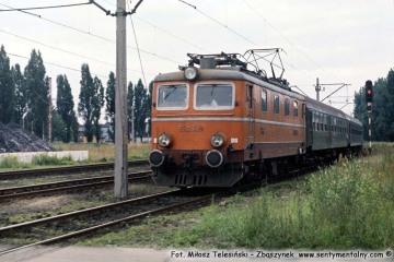 """Zbąszynek.  EP05-24 z """"Beroliną"""" latem w 1987 roku."""