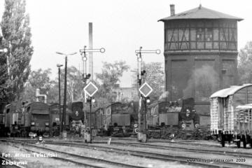 Od lewej: Tkt48-84, Tkt48-28, Tkt48-143, w obrębie lokomotywowni Międzyrzecz w dniu 02.06.1987.