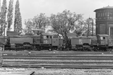 Od lewej: Tkt48-132, Tkt48-88 przy lokomotywowni Międzyrzecz w dniu 02.06.1987