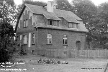 Lubniewice w dniu 05.08.1990. Budynek mieszkalny po kolei Sulęcin (Kniazin) - Rudnica (Gorzów Wlkp) w latach 1912 -45.