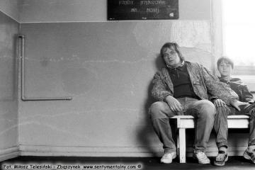 Stefanowo w dniu 25.07.1990. ja ze Sławkiem na poczekalni.