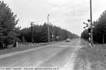 Jadąc do Krzeszyc od strony Gorzowa, samochodem zmierzaliśmy na stację w Krzeszycach w dniu 30.05.1987.