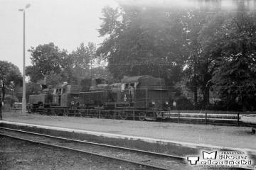 Braniewo 27.06.1987. Parowozy od pociągu specjalnego wracają na skład po wodowaniu. Na początku parowóz Tkt48-122, jako drugi 149.