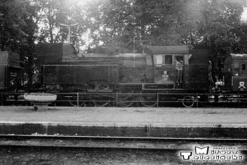 Braniewo 27.06.1987. Pociąg specjalny uszykowany do dalszej jazdy przez Słobity do Elbląga. Na początku parowóz Tkt48-122, jako drugi 149.