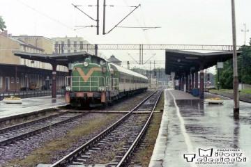 Elbląg 13.06.1998. SP42-218 z osobowym do Małdyt.
