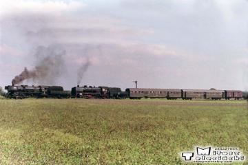 Krotoszyn Kobylin w dniu 10.09.1988. Parowóz jako pierwszy Ty2-331 z Jarocina 32D43-177, jako drugi Parowóz jako drugi Ty45-379 ze Zbąszynka 27D47-35