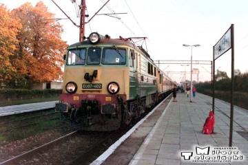 Knyszyn 10.10.1995. EU07-402 do Ełku.