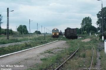 Mikołajki 18.06.1993. SU46-045 z osobowym z Ełku do Olsztyna wjeżdża na stację w Mikołajkach.