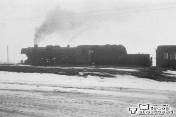 Trakiszki 26.03.1988. Ty2-1252 ze składem gotowy do Suwałk.