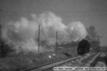 Trakiszki w dniu 03.04.1989. Obrót parowozu Ty2-1252, tutaj odjeżdża od przyprowadzonego pociągu z Suwałk. Foto z filmu super 8