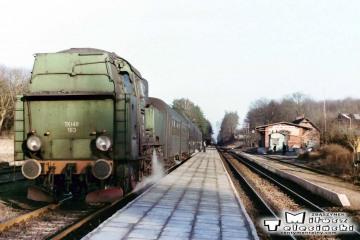 Tkt48-183 z Kępna do Oleśnicy na stacji Jemielna Oleśnicka 27.03.1990.