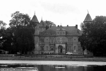 Pałac w Dąbrówce Wlkp. 01.09.1986.