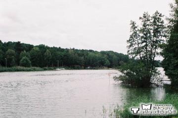 Nowa Wieś Zbąska, widok w stronę Zbąszynia, po lewej ośrodek wędkarski w dniu 16.09.2008.