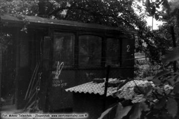 Lwówek w lipcu 1985 roku. Reszta starego wagonu jako altanki w ogrodzie u Pana Loby, byłego zawiadowcy stacji Lwówek.