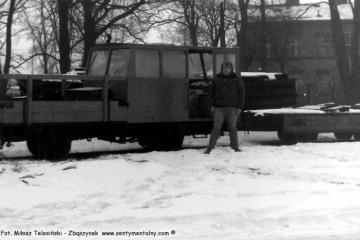 Opalenica w dniu 04.03.1986. Ja na tle drezyny, którą z Panem Kamińskim zabrałem się do Dusznik.