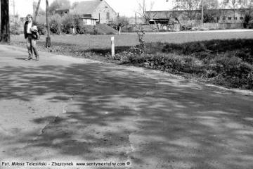 Rudniki Dwór we wrześniu 1986. widoczny ślad po torze do do Sędzin - Niegolewa, dalej ja.
