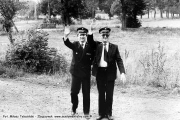 Z lewej Pan Leszek Przybylski - zawiadowca lokomotywowni, obok Pan Walenciak - kierownik kolejki w dniu obchodów 100 rocznicy kolejki 13.09.1986.