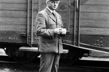 Opalenica, w dniu obchodów 100 rocznicy kolejki (przypadającej an 23.10.1986) w dniu 13.09.1986. kierownik pociągu specjalnego.