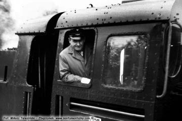 Opalenica, w dniu obchodów 100 rocznicy kolejki (przypadającej an 23.10.1986) w dniu 13.09.1986. maszynista pociągu specjalnego.