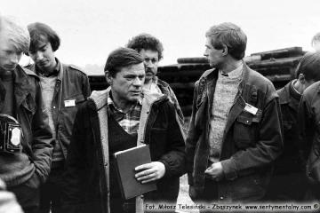 Miłośnicy kolei na stacji Trzcianka Zachodnia podczas przejazdu pociągu specjalnego w dniu 13.09.1986. Na pierwszym planie Tadeusz Dąbrowski.