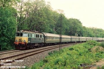 EU07-425 na odcinku WARSZAWA GDAŃSKA - JELONKI w dniu 06.06.1991.