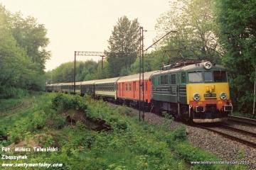 EU07-325 na odcinku Warszawa Gdańska - Jelonki w dniu 06.06.1991.