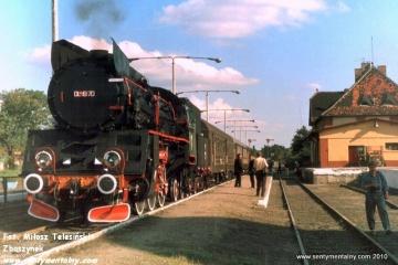 Pociąg specjalny Gniezno - Żnin na stacji końcowej w dniu 09.09.1988.
