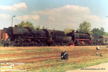 Kobylin w dniu 10.09.1988. Parowóz jako pierwszy Ty2-331 z Jarocina 32D43-177, jako drugi Parowóz jako drugi Ty45-379 ze Zbąszynka 27D47-35