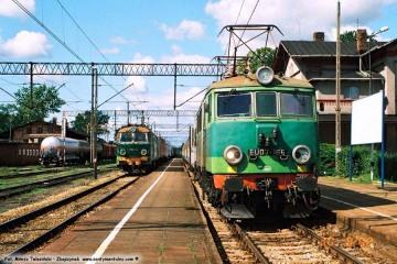 Czerwieńsk 31.08.2008. Osobowy Poznań - Zielona Góra z EU07-166
