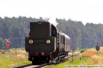 Dąbrówka Wlkp. Pociąg specjalny w stronę Międzyrzecza, zbliża się do przejazdu w dniu 23.06.2019.