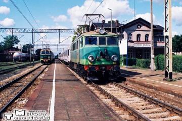 Czerwieńsk 31.08.2008. ET22-754 i EU07-166.
