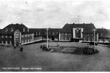 Plac Dworcowy do 1930 roku, roślinność początkująca, ulice już wybrukowane.