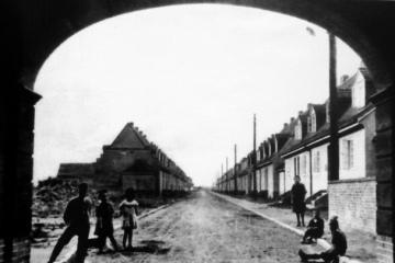 Ulica Kilińskiego (Bismarckstrasse), jeszcze nie ukończona. Widok od strony Placu Wolności.