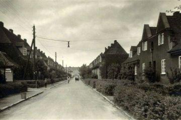 Ulica Kilińskiego (Bismarckstrasse), w stronę Placu Wolności. Widoczna charakterystyczna dla ulic Neu Bentschen wisząca latarnia.