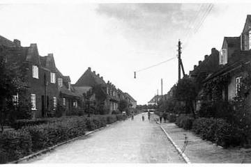 Ulica Kilińskiego (Bismarckstrasse), w stronę Ulicy P.C.K. (bahnhofstrasse) Widoczna charakterystyczna dla ulic Neu Bentschen wisząca latarnia.