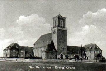 Kościół Ewangelicki po rozbudowie (od 1945 katolicki) - dobudowano prawe skrzydło (po wojnie przedszkole).