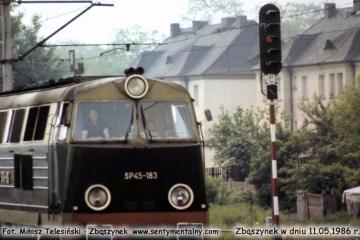 SP45-183. Po lewej maszynista Leszek Chłopowiec. 11.05.1986