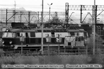 ET22-845, widok w stronę punktu kontrolnego, zasieków węglowych. 11.05.1986