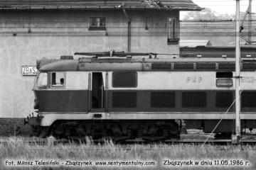 ET22-346 na tle nastawni ZK-2. 11.05.1986.