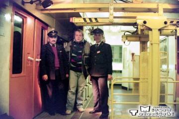 W wagonie bagażowym pociągu Kępno - Poznań w dniu 26.04.1993. Po prawej Pan Leon Pastusiak (tu jako kierownik pociągu) (nie żyje). Po lewej Pan Sołtysiak, jako bagażowy. W Środku ja.