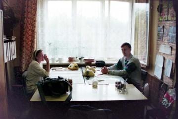 Kępno w dniu 12.09.1994. Biuro dyspozytora stacyjnnego. Po prawej kolega Edward Nawrot.